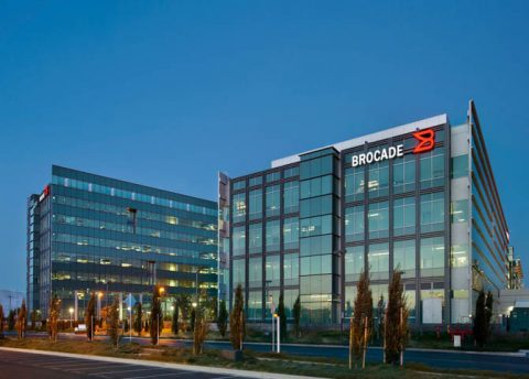 BROCADE EXTENDS GEN 6 FIBRE CHANNEL PORTFOLIO WITH A NO-COMPROMISE ENTRY-LEVEL SWITCH AND INDUSTRY-FIRST VIRTUAL MACHINE VISIBILITY FOR STORAGE NETWORKS